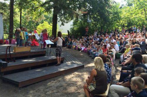 Auf die Bühne in der Waldstadt-Grundschule