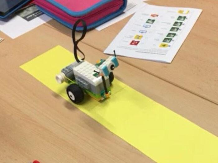 Ein kleiner selbstgebastelter Roboter