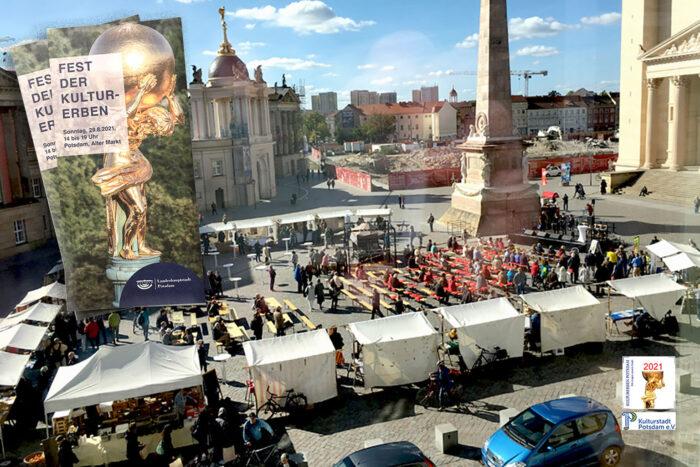 """Ein Panoramabild des Alten Markt Potsdam, auf dem eine Veranstaltung stattfindet. Zu lesen ist der Schriftzug """"Fest der Kulturerben."""""""