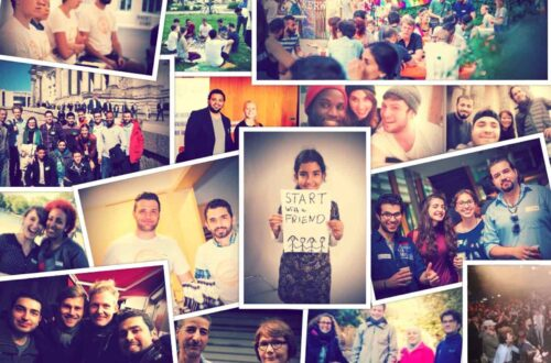 """Eine Collage von Bildern mit vieeln unterschiedlichen Menschen darauf. In der Mitte ist ein Plakat mit dem Schriftzug """"Start with a Friend"""" zu lesen."""